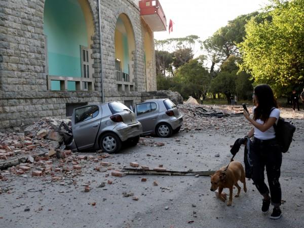 Десетки хора са получили леки наранявания при земетресението в западната