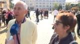 Празникът в София: Десетки се стекоха към Паметника на Независимостта
