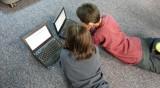 Интернетът и децата: Нож с две остриета, всяко четвърто е жертва на онлайн тормоз
