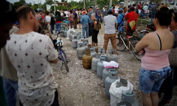 Заради кризата с бензина - недостиг на сапун и пури в Куба