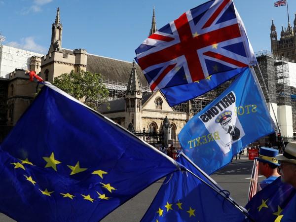 Британските депутати се върнаха в парламента, след като Върховният съд