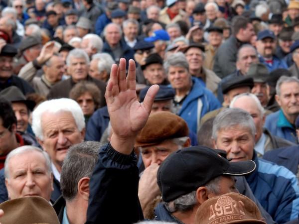 Близо 7% от българските пенсионери продължават да работят. Оказа се,