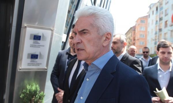 Сидеров бесен от коментари на Караянчева и Дариткова: Комсомолки!