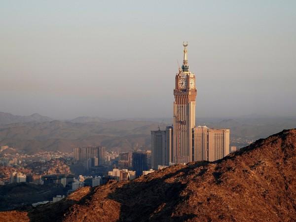 Саудитска Арабия позволява на чужденци от различен пол да наемат