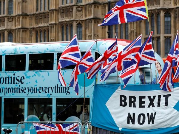 Очаква се утре да бъдат възобновени преговорите за Brexit между