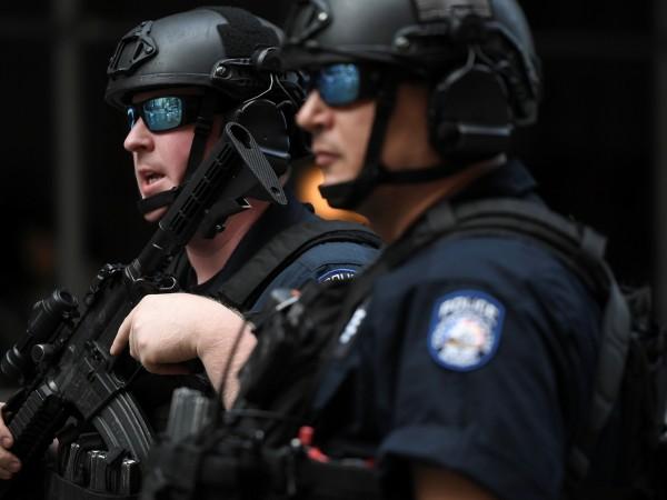 Мъж уби четирима души, след като откри стрелба в нощен