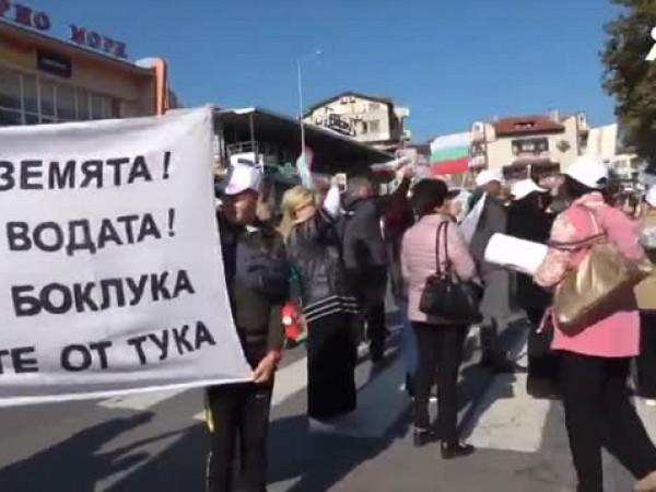 Протестиращи от созополските села Атия и Присад, както и от