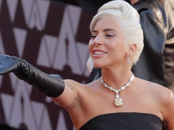 Лейди Гага също заложи на нова прическа за есента. Ексцентричната