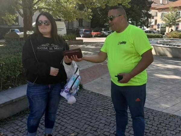 Мъж от Смолян намерил дамска раница с портфейл с над