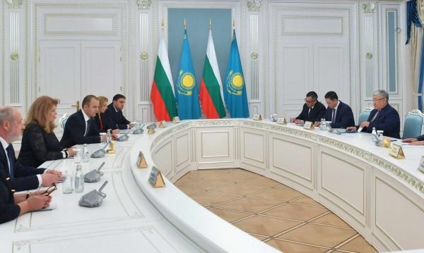 Йотова подкрепи изучаването на български език в Казахстан