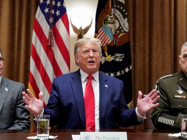 """""""Тръмп хвърли в смут близкоизточната политика заради Сирия"""", е заглавието"""