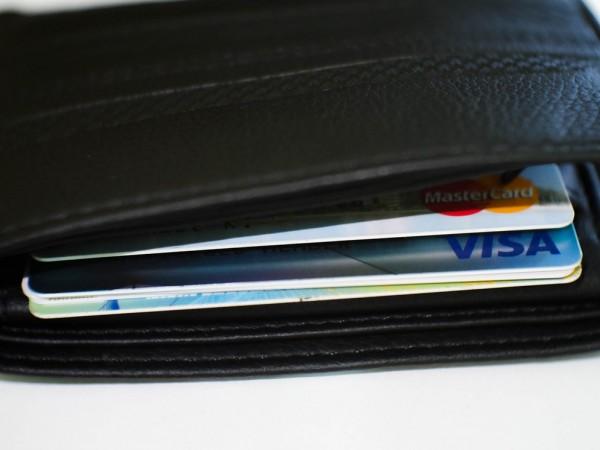 Мъж пазарува с чужда дебитна карта близо месец. За 25