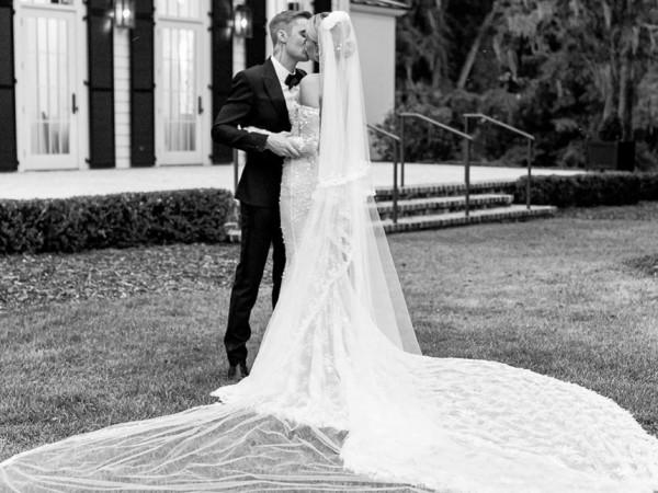 Седмица след като официално Хейли и Бийбър сключиха брак за
