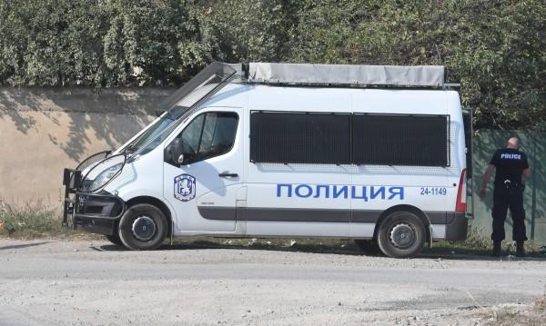 Разбиха група за телефонни измами във Ветово
