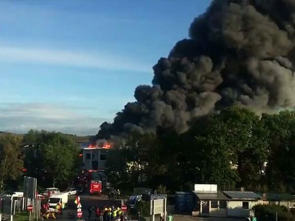Девет души са пострадали при експлозия в завод за преработка