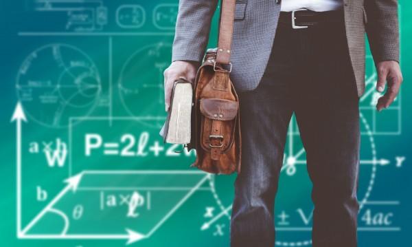 Топ професиите на бъдещето: Медсестра, акушерка, учител