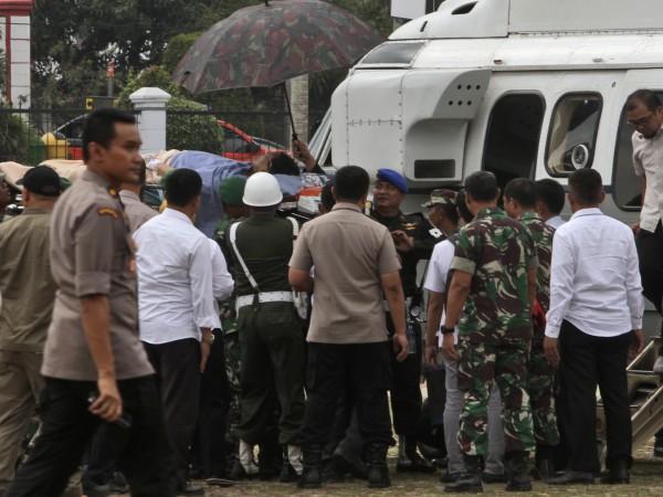Индонезийският министър по въпросите на сигурността Виранто бе ранен с