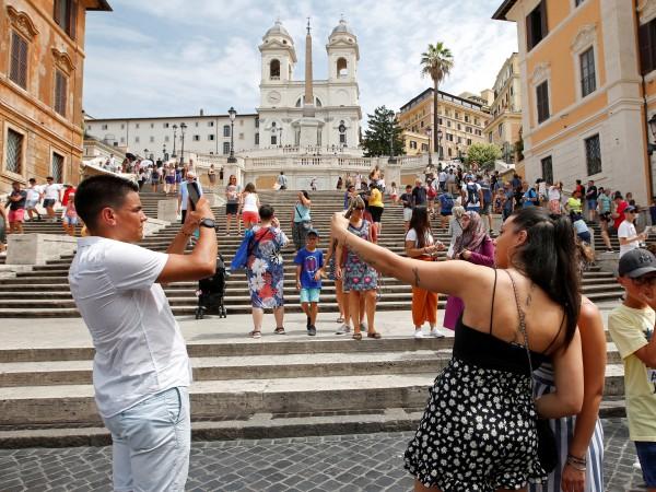 Доскоро туристите бяха приемани като един неизчерпаем източник на приходи.