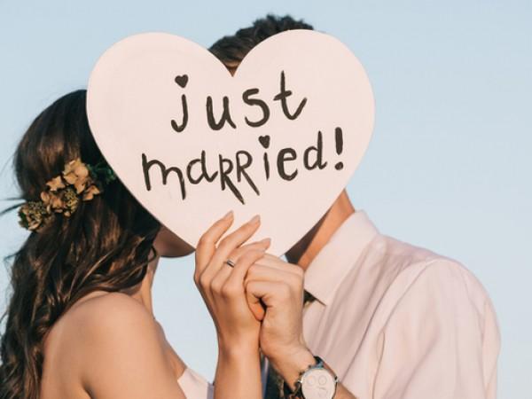 Бракът е обект на множество схващания, някои от които безкрайно