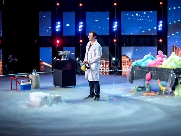 """Снимка: Микробиолог популяризира забавната наука чрез """"България търси талант"""""""