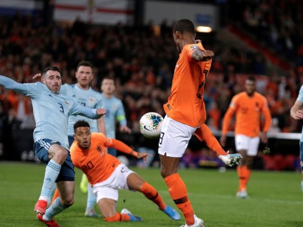 Холандия обърна Северна Ирландия с 3:1 в интересен мач от