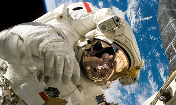 НАСА възобновява пилотираните си полети до МКС