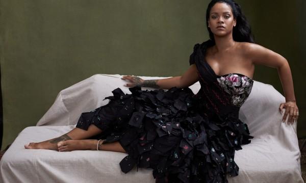 Риана пише история с поредна корица за Vogue