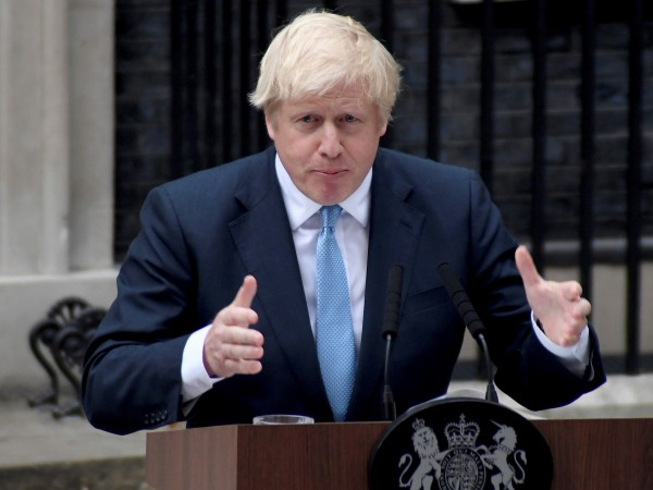 Британският премиер Борис Джонсън съобщи на кабинета си, че все