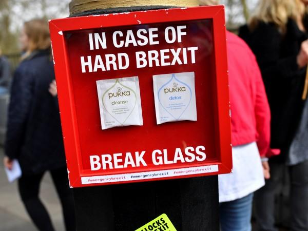 Некомпетентността и безотговорността на британските политици вече е очевидна, а