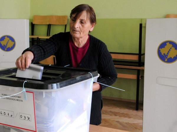 Косовските власти съобщиха, че над 20 служители на Централната избирателна