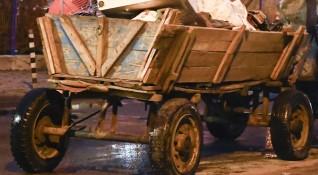 Кола блъсна каруца, жена с опасност за живота