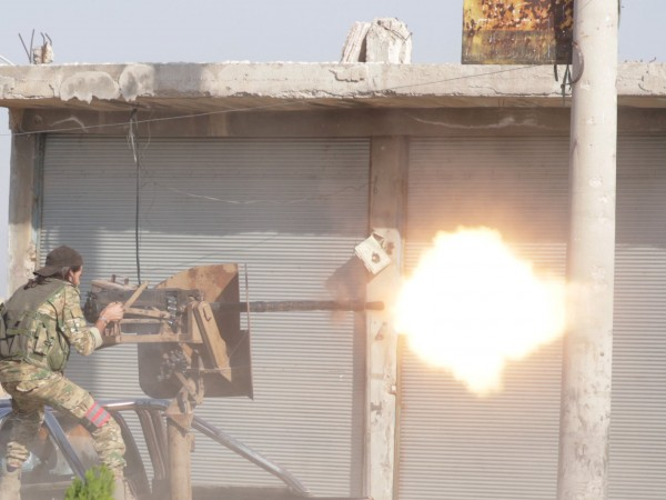 Силите на сирийския режим са се приближили днес до границата