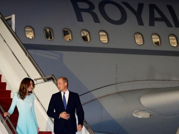 Британският приц Уилям и съпругата му Катрин пристигнаха на 5-дневно