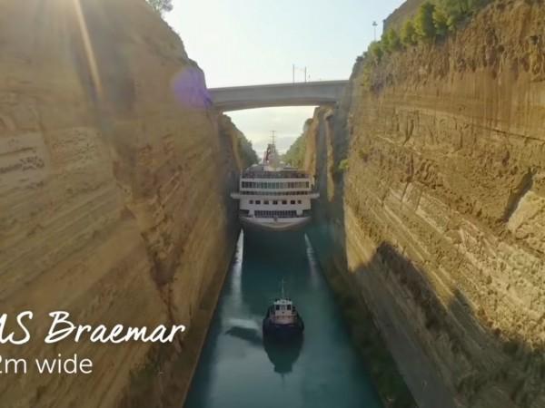 Най-големият досега кораб, широк 22,5 метра, премина успешно през Коринтския