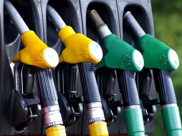 Около 2-3 стотинки е печалбата на една бензиностанция. Това каза