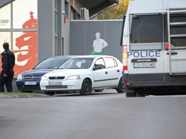 Екипи на ГДБОП, националната полиция и специализираната прокуратура са започнали