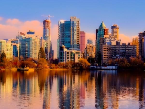Канадското правителство обяви вчера, че временно преустановява издаването на нови