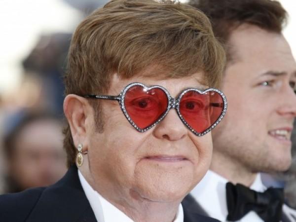 Световноизвестният британски певец и музикант Елтън Джон не хареса римейка