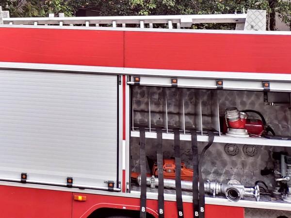 Три къщи и две коли са гасили пожарникари от Габровска