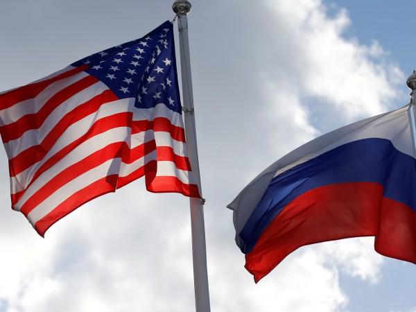Американски дипломати са били свалени от влак, пътувал в забранена
