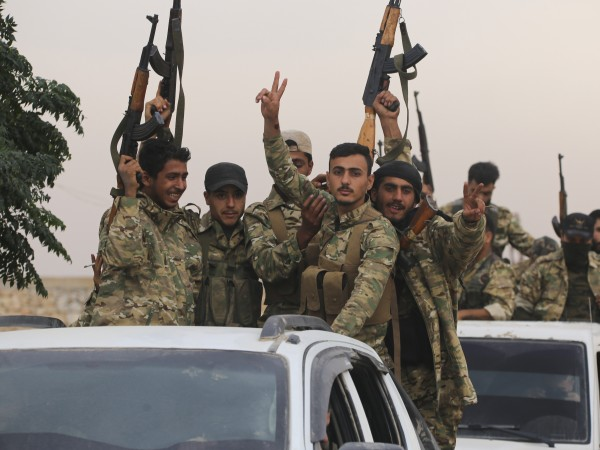 """Сирийските бойци се заричаха да убиват """"свине"""" и """"неверници"""", излагаха"""