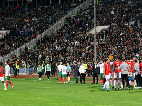 На осем задържани заради непристойни действия на мача между България