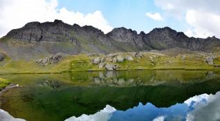 За пореден път – мъже се къпят в Рилските езера