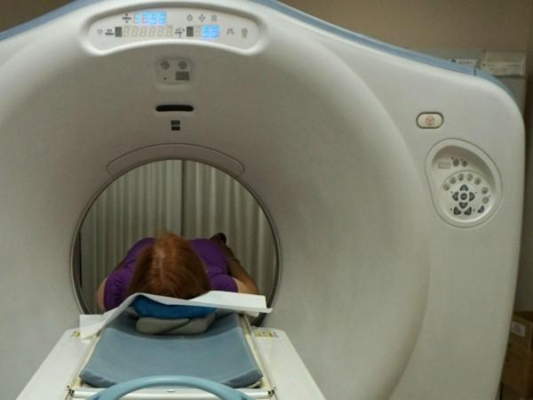 След ужасяващия случай със забравената 6 часа в скенера жена