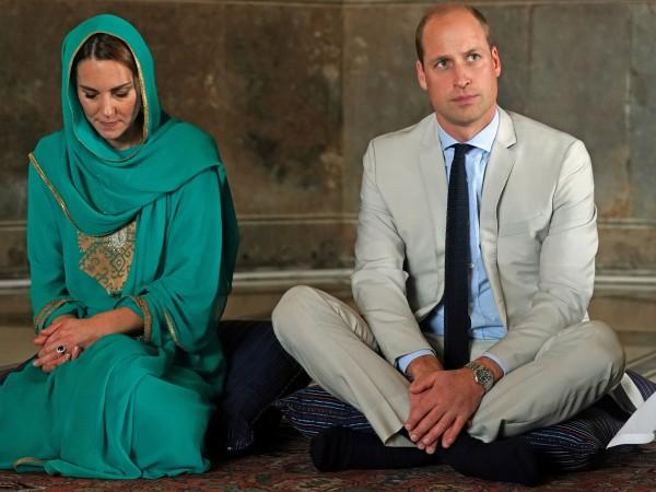 Официалното кралско турне на принц Уилям и съпругата му Кейт