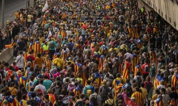 МВнР: Не пътувайте до Каталуния, обстановката е усложнена