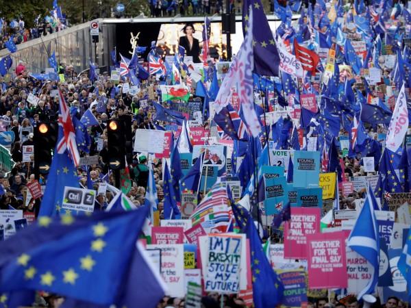 Решаващи дебати за Брекзит се водят днес в британския парламент,
