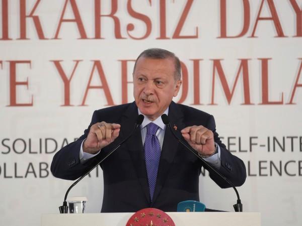 """Турският президент Реджеп Ердоган заяви, че ще """"разбие главите"""" на"""