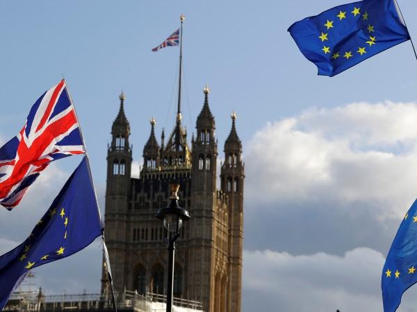 Британските депутати ще дебатират и гласуват в понеделник дали да