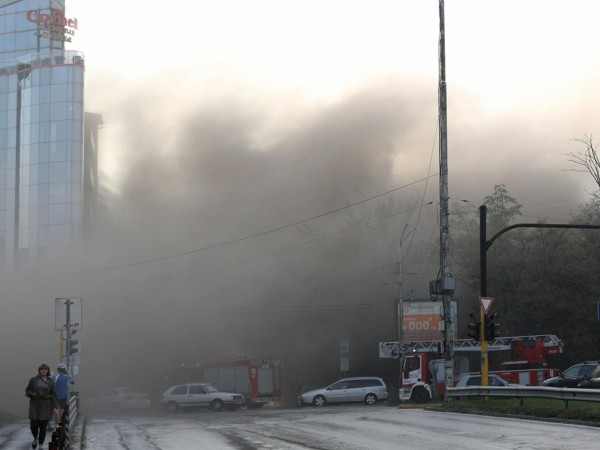 """Пожар бушува в ресторант """"Кошарите"""" в София, съобщиха от пожарната"""
